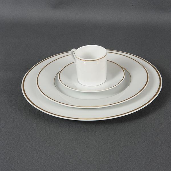 vaisselle porcelaine blanche good assiette dessert porcelaine with vaisselle porcelaine blanche. Black Bedroom Furniture Sets. Home Design Ideas